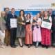Landwirtschaftsministerin Michaela Kaniber mit Preisträgern bei der Urkundenverleihung