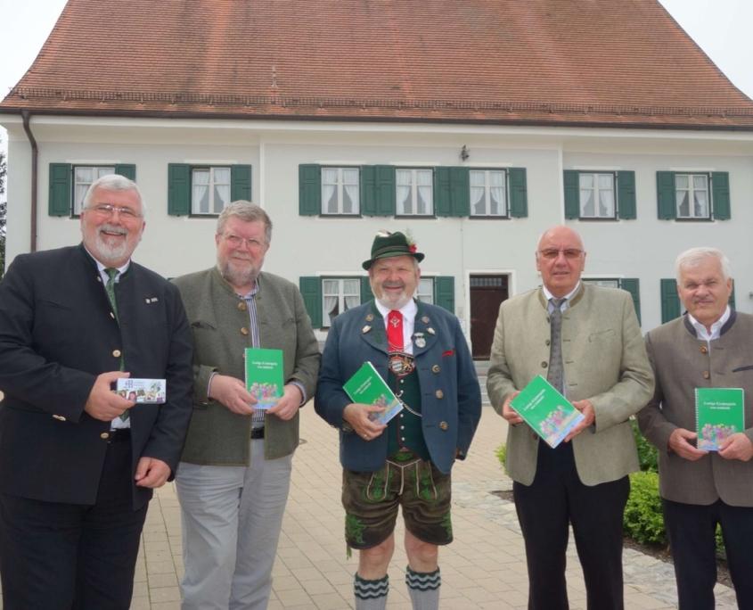 Vorstandsmitglieder des Bayerischen Trachtenverbandes und des Bayernbundes