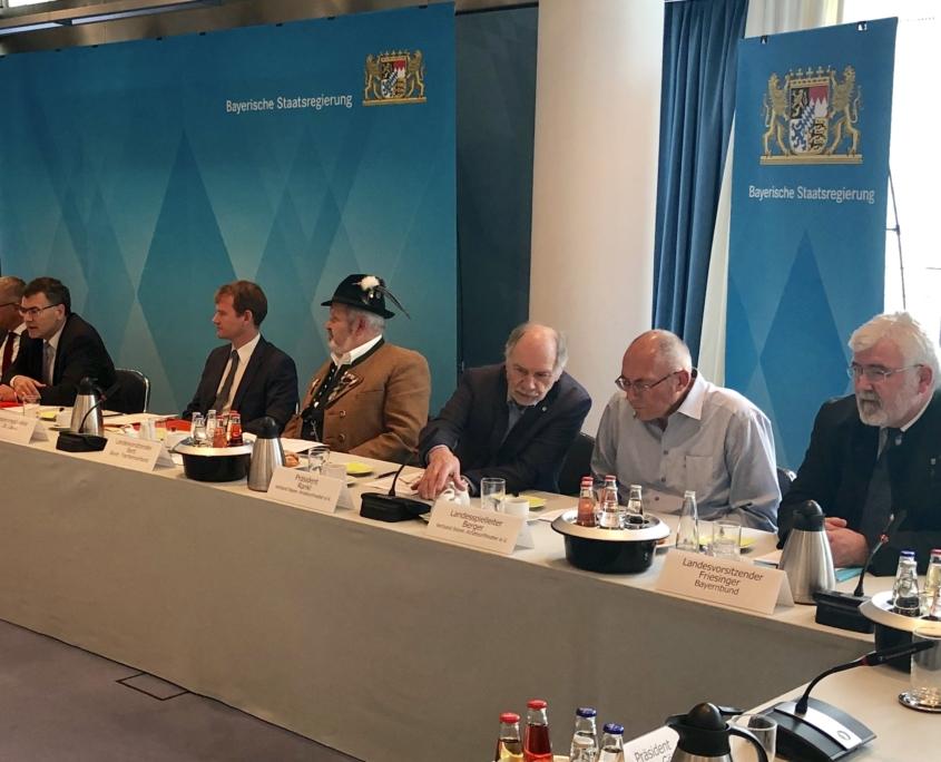Spitzengespräch mit Vertretern von 24 bayerischen Traditionsvereinen in der Staatskanzlei