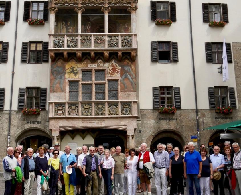 Bayernbund-Mitglieder in der Altstadt von Innsbruck